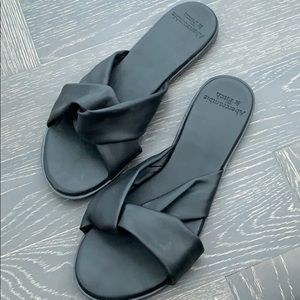 Soft cross strap A&F sandals